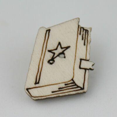 Fafigura Gomb – Varázskönyv